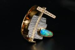 tutaj gy. platina és 18k arany, brillek és opál kő
