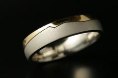 Pt/Au18k karikagyűrű cikk-cakk