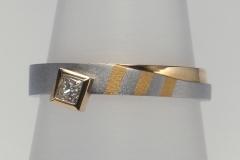 """""""Zebra"""" gyűrű platina és 18k arany, princessz gyémánttal"""