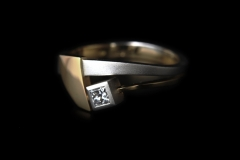 """""""Cápauszony"""" gyűrű Platina 18k arany, princessz gyémánt"""
