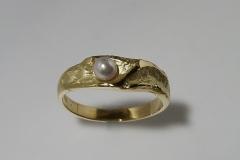 """""""Nagylapp"""" arany gyűrű, akoya gyönggyel"""