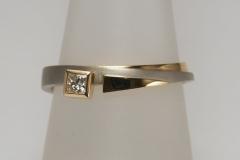 """""""Ék"""" gyűrű platina és 18k arany, princessz gyémánttal"""
