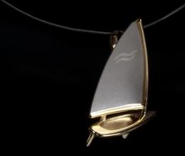 finn dinghy vitorlás kicsi medál Pt/Au18k