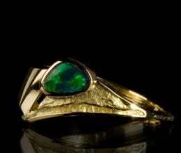 pala vitorlás gyűrű Au18k, opál kővel kb.11mm széles