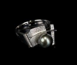 dzsunka gyűrű fehér Au, tahiti gyöngy, gyémántokkal